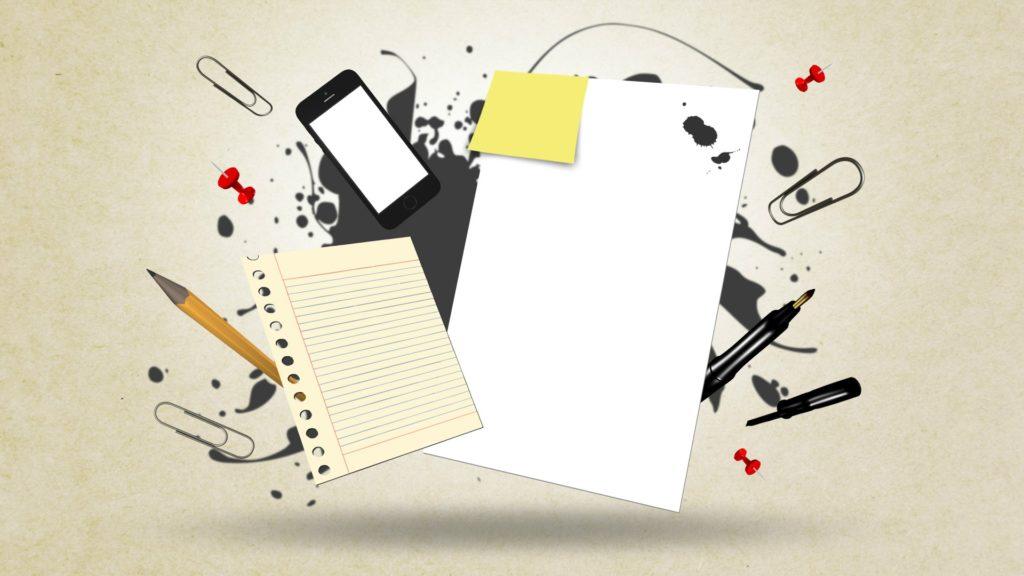 書類とiPhone