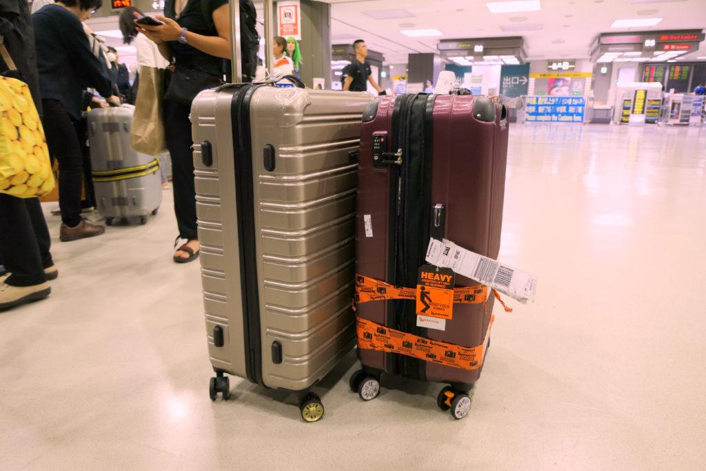 破損スーツケース修理壊されたスーツケースたち