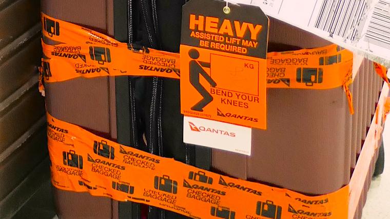破損スーツケース修理ヘビータグ