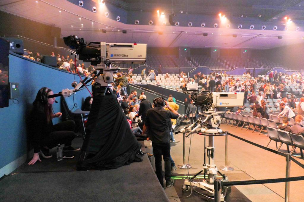 ヒルソングチャーチヒルズコンベンションセンター内カメラ