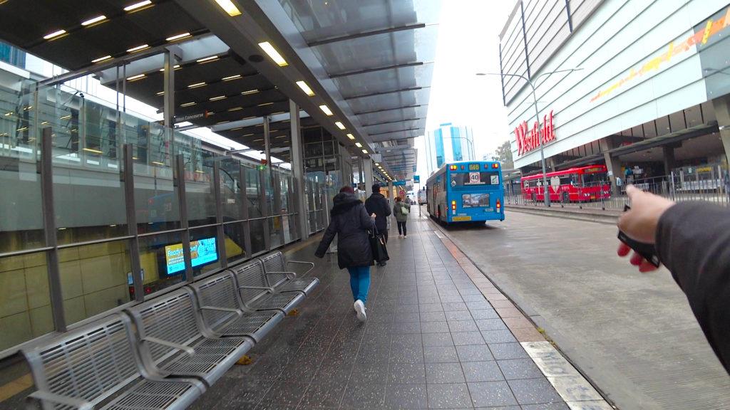 パラマタ駅地上ヒルソングチャーチレッドバス発見