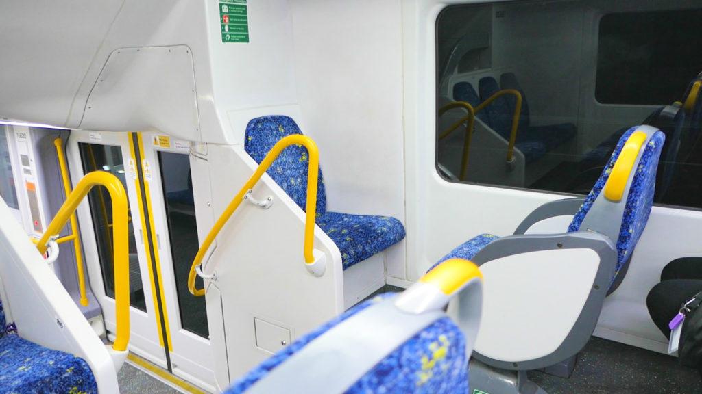 シドニー電車青色席