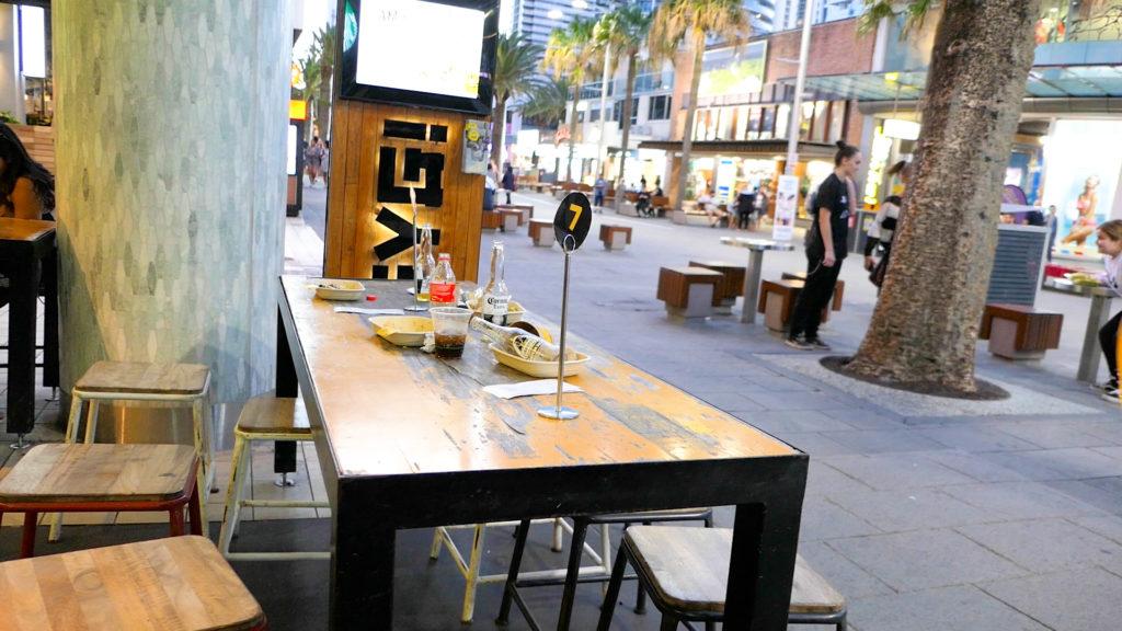 食後のテーブル