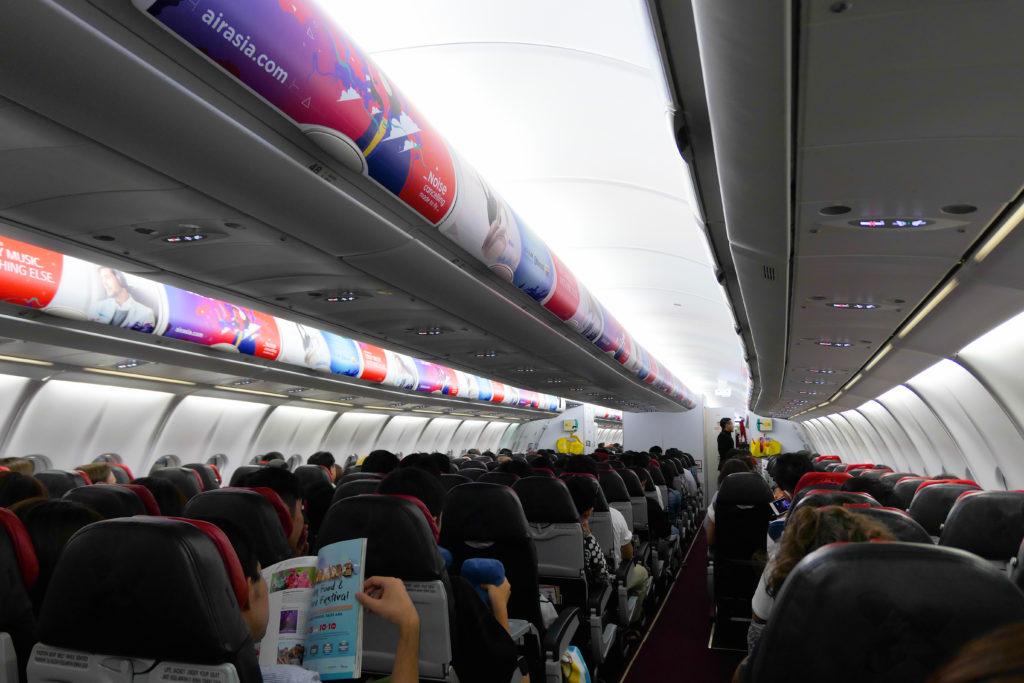 エアアジアXD7523便羽田発クアラルンプール行き 機内