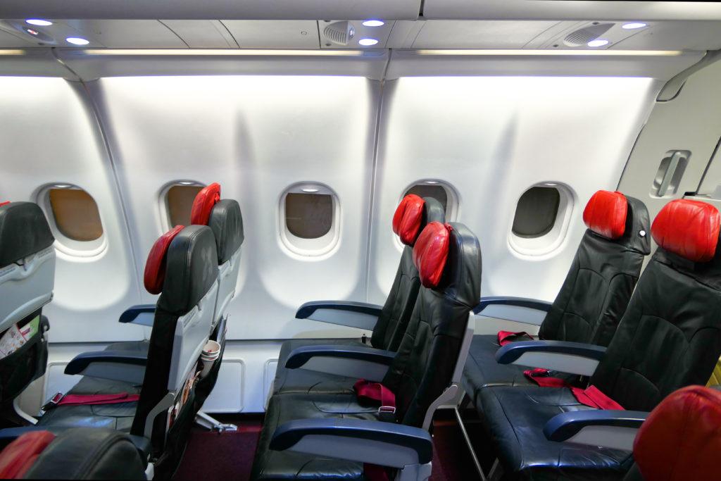 エアアジアXD7523便羽田発クアラルンプール行き 機内エコノミークラスツインシート