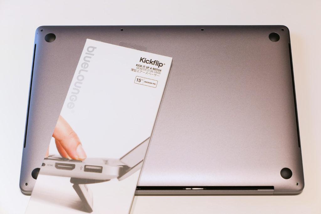 blueLoungeのスタンドKickflip(キックフリップ)MacBook Pro 15インチ向けとMacbook Pro 16インチ Ultimateモデル背面