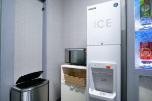 HOTEL & SPA センチュリーマリーナ函館 1階 ランドリーベンダールーム ゴミ箱 電子レンジ 製氷機
