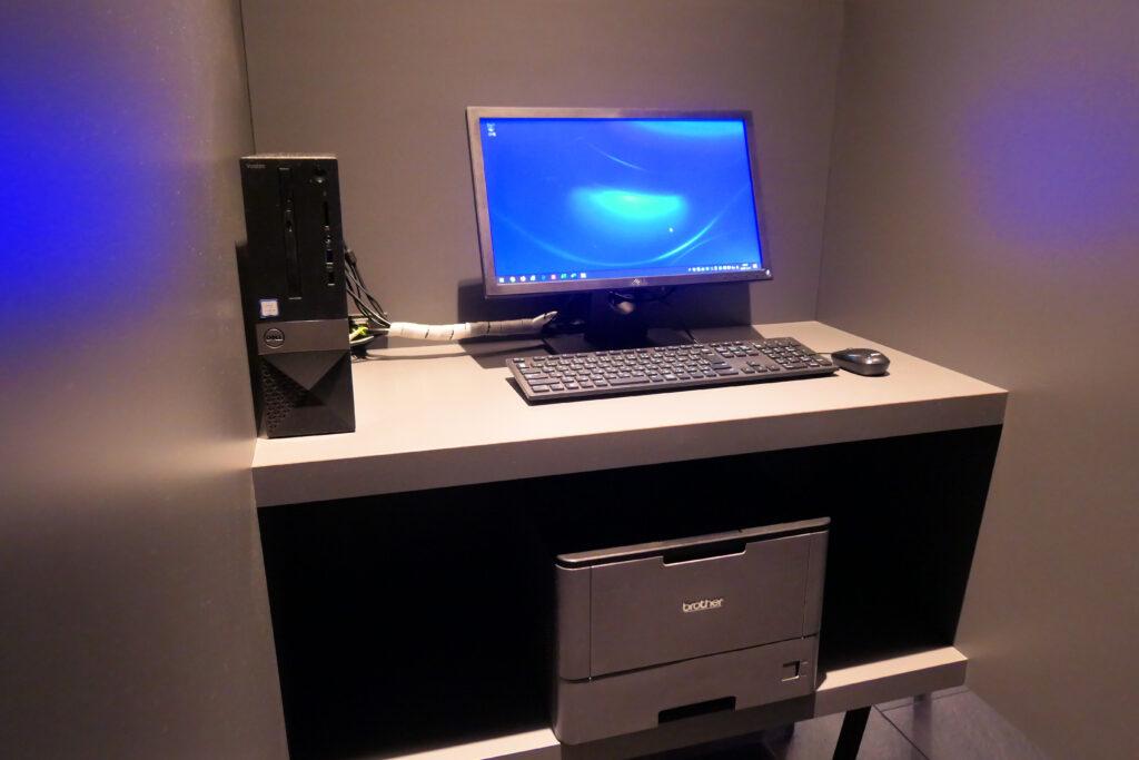 HOTEL & SPA センチュリーマリーナ函館 1階 PCコーナー デスクトップPCとブラザープリンタ