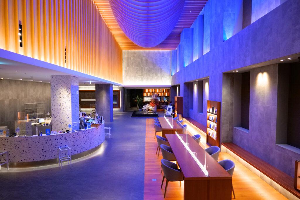 HOTEL & SPA センチュリーマリーナ函館 1階 受付(フロント) 夜