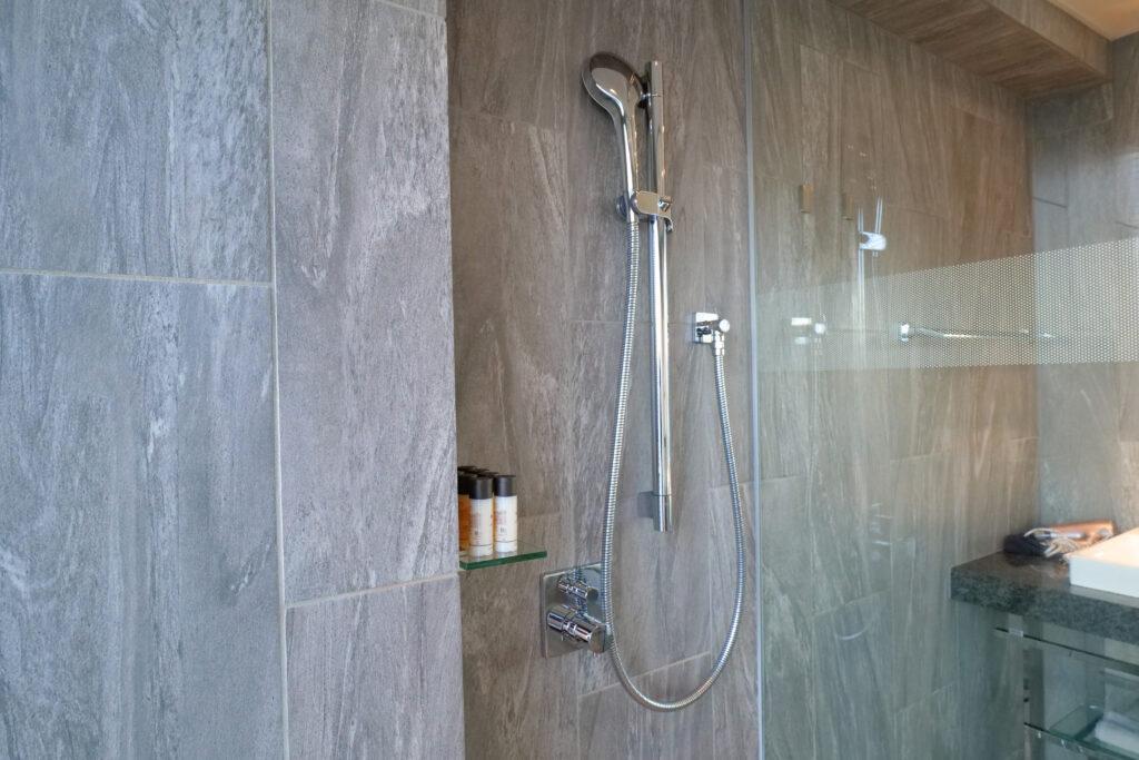 HOTEL & SPA センチュリーマリーナ函館 13階 ザロイヤルフロア コーナースイート バスルーム(お風呂場)シャワーブース