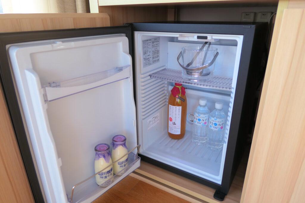 HOTEL & SPA センチュリーマリーナ函館 13階 ザロイヤルフロア コーナースイート リビング(居間) 冷蔵庫