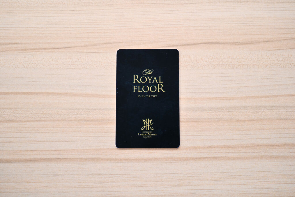 HOTEL & SPA センチュリーマリーナ函館 13階 ザロイヤルフロア コーナースイート リビング(居間) ザロイヤルフロアルームキー