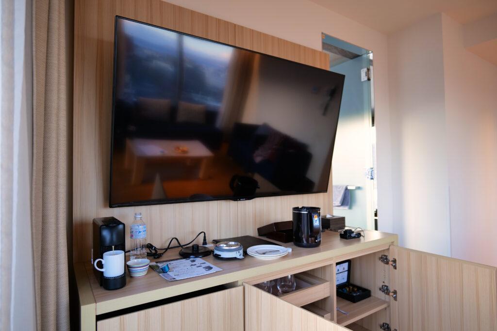 HOTEL & SPA センチュリーマリーナ函館 13階 ザロイヤルフロア コーナースイート リビング(居間) テレビ