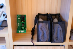 HOTEL & SPA センチュリーマリーナ函館 13階 ザロイヤルフロア コーナースイート クイーンサイズベッドルーム(寝室)タイルセット エステー客室専用消臭ミスト(エアフォレスト)