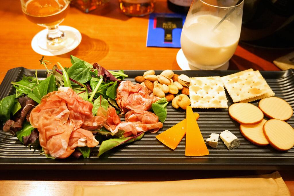 センチュリーマリーナ函館バーボイジャー(BAR VOYAGER)生ハム・チーズ盛り合わせ