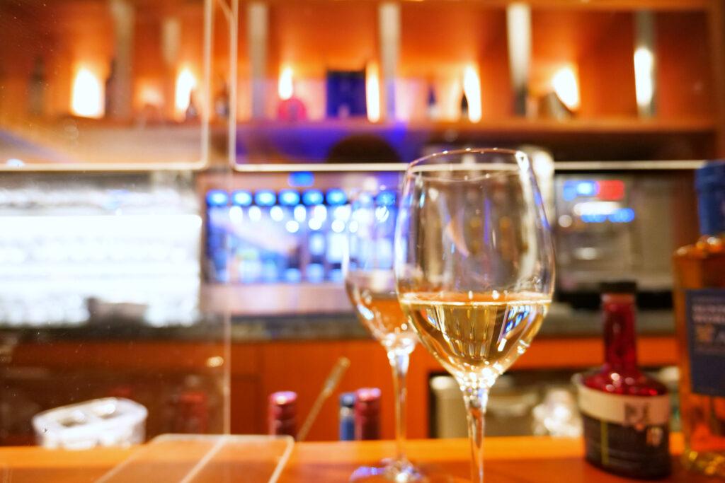 センチュリーマリーナ函館バーボイジャー(BAR VOYAGER)白ワインOKUSHIRIシャルドネ2杯目