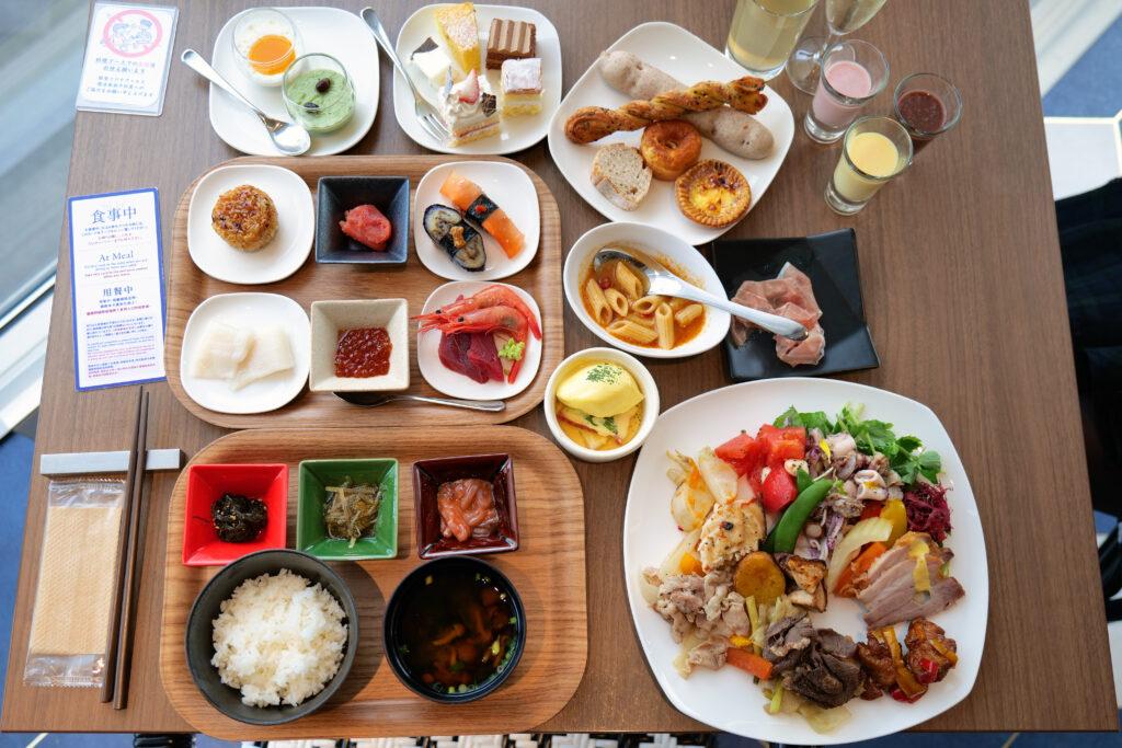 HOTEL & SPA センチュリーマリーナ函館 朝食(ブレックファスト) ユーヨーテラスハコダテ テーブルの上のお皿