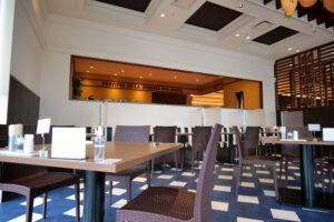 HOTEL & SPA センチュリーマリーナ函館 朝食(ブレックファスト) ユーヨーテラスハコダテ 窓側のテーブル席