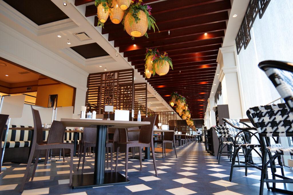HOTEL & SPA センチュリーマリーナ函館 朝食(ブレックファスト) ユーヨーテラスハコダテ テーブルとイス