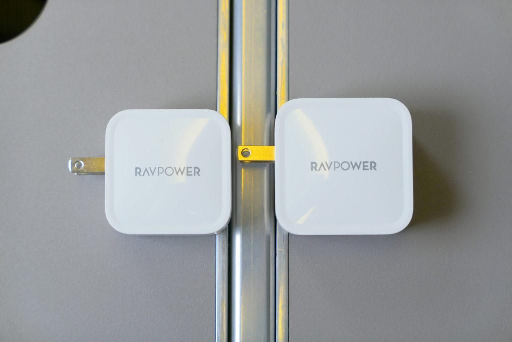 RAVPower61W電源アダプタ(RP-PC112)RAVPower65W電源アダプタ(RP-PC133)比較 左側面