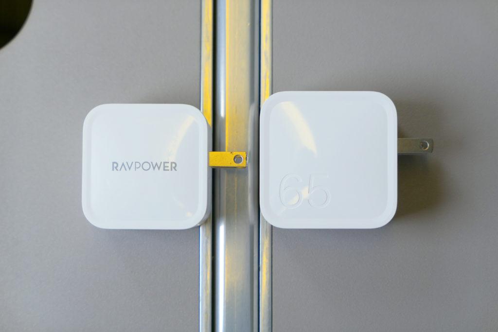 Apple純正96W電源アダプタ(MX0J2AM/A)RAVPower61W電源アダプタ(RP-PC112)RAVPower65W電源アダプタ(RP-PC133)比較 右側面