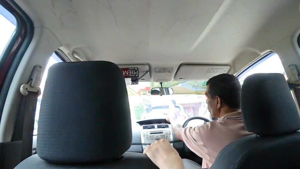 配車アプリGrab(グラブ)マラッカセントラル ピックアップポイント プロドゥア・アルザ車内
