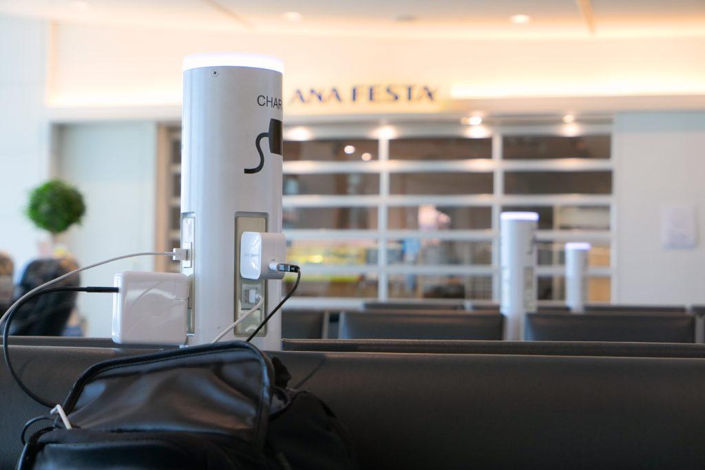 羽田空港ANA国内線フリー充電 ACとUSB