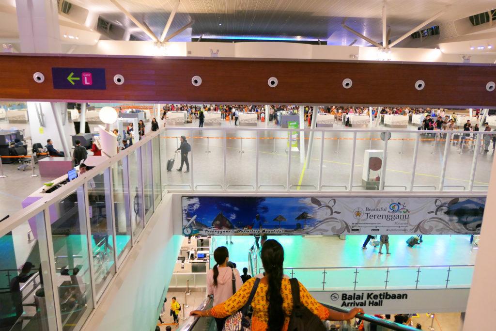 クアラルンプール国際空港KLIA2下りエスカレータ