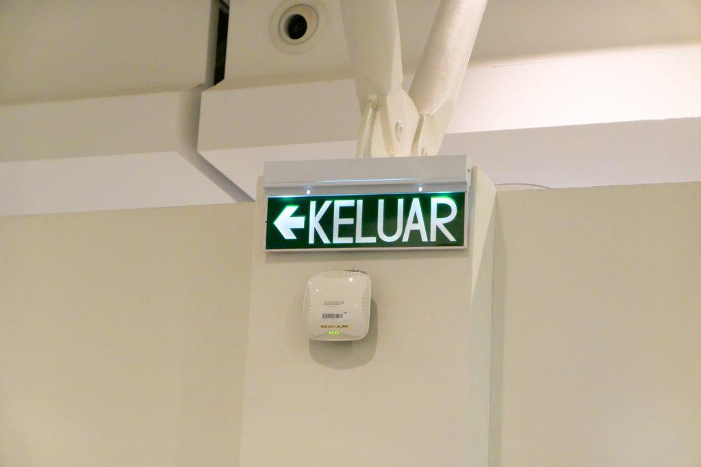 クアラルンプール国際空港KLIA2出口看板