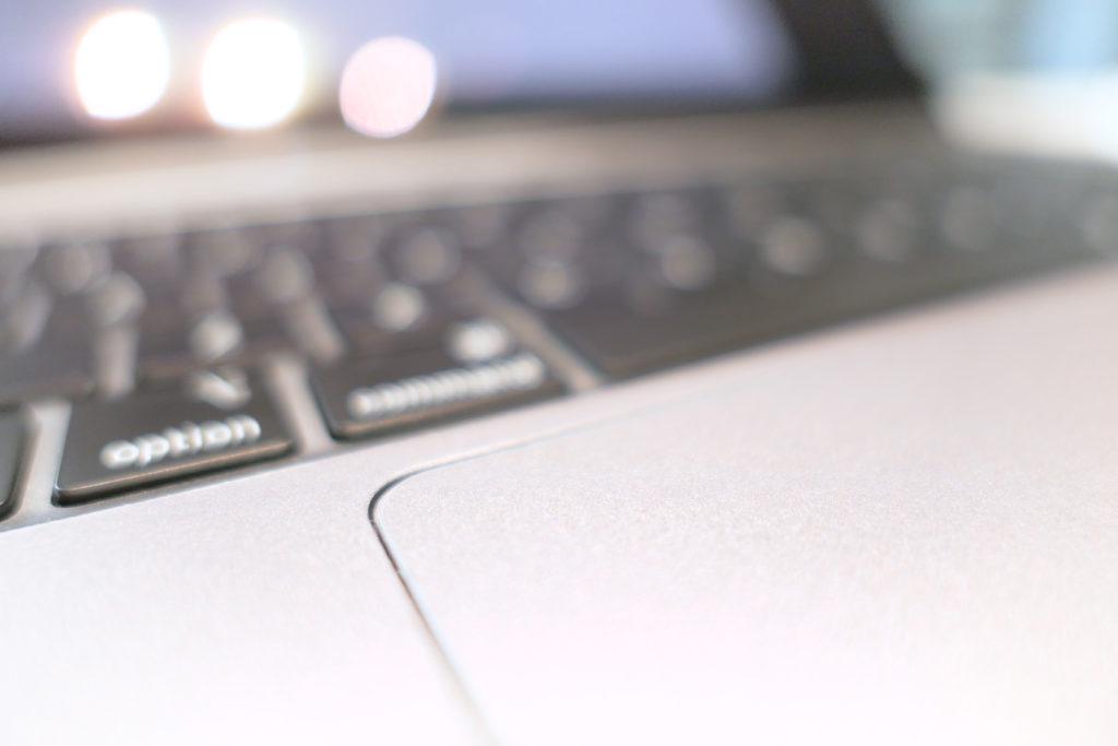LENTION 16インチMacBook Pro 2019 全面保護シルバースキンシール 液晶保護フィルム 5テンセット 3M技術4H硬度(スペースグレイ)上角