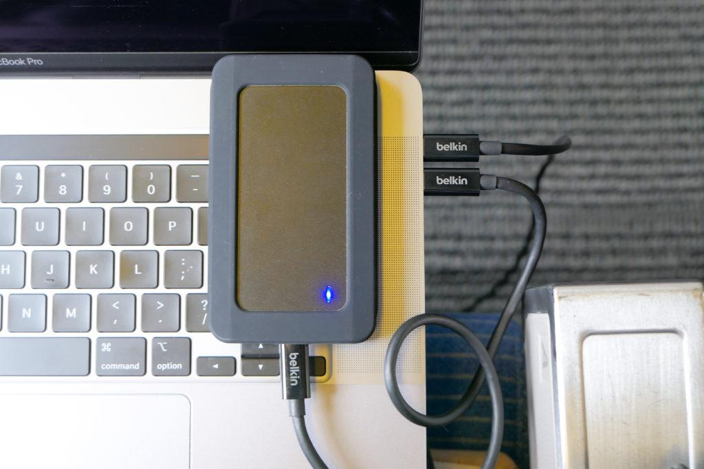 Macbook Pro 16インチ Ultimateモデル ベルキンケーブル0.8m 0.5m センチュリーm.2SSDケース サムスンm.2SSD970EVO+機内