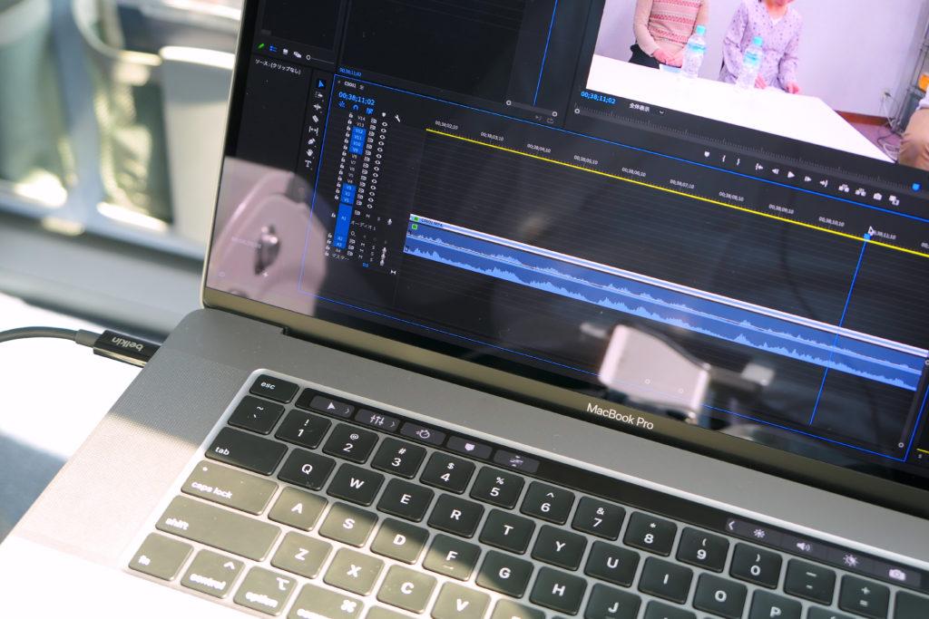 Macbook Pro 16インチ Ultimateモデル ベルキンケーブル機内