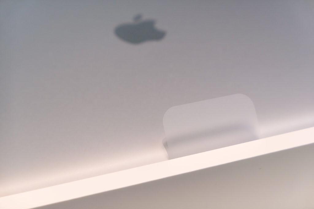 Macbook Pro 16インチ Ultimateモデル 開封 スリーブのつまみ