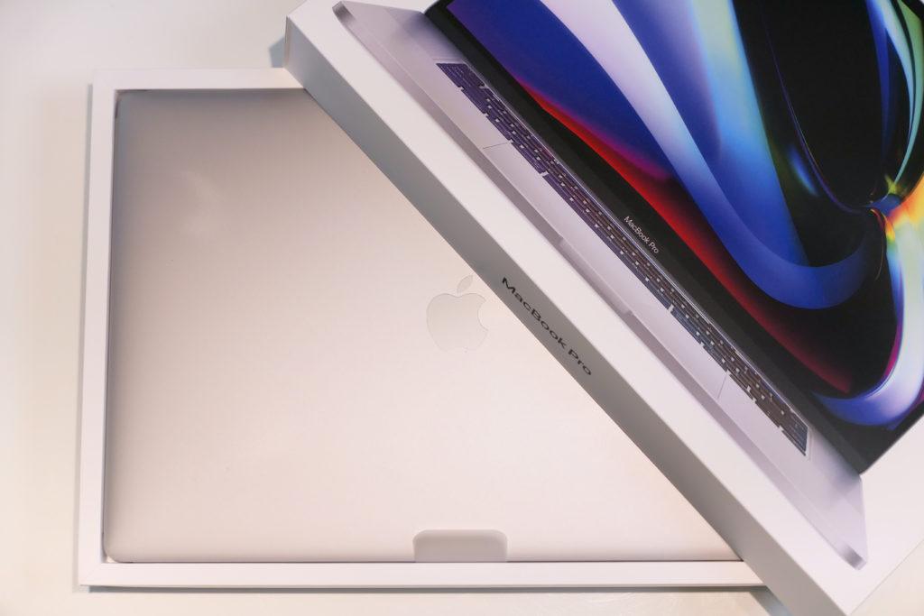 Macbook Pro 16インチ Ultimateモデル 開封 上面
