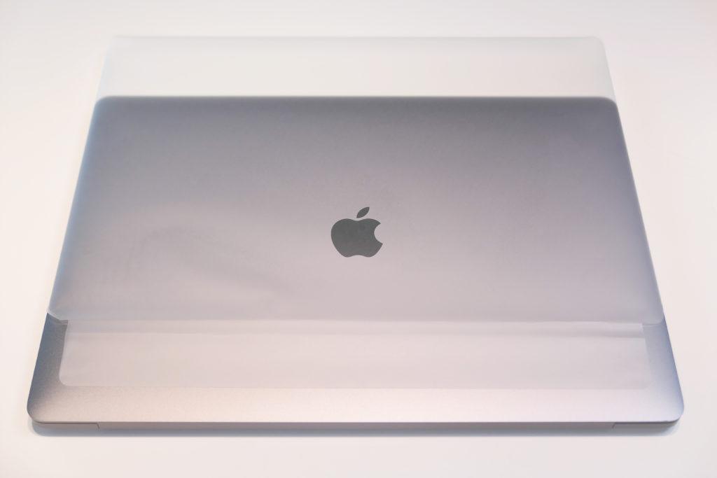 Macbook Pro 16インチ Ultimateモデル 開封 スリーブ剥がし