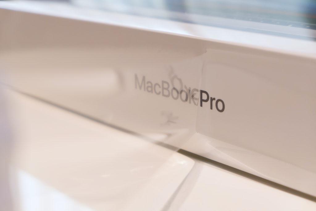 Macbook Pro 16インチ Ultimateモデル ラップ剥がし