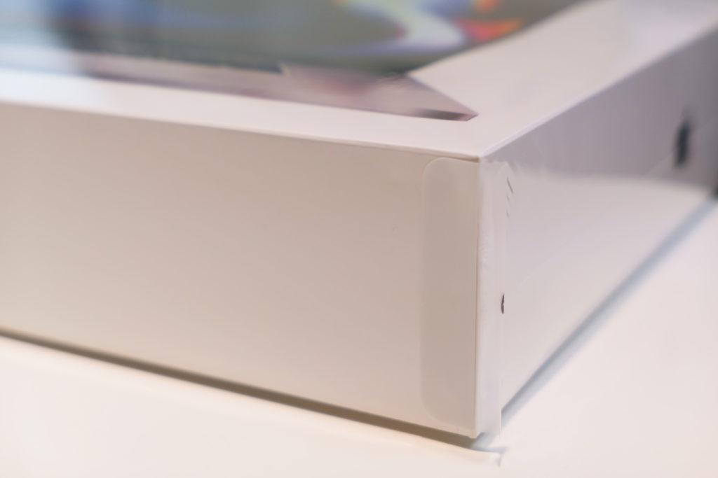 Macbook Pro 16インチ Ultimateモデル ラップ付箱隅っこ