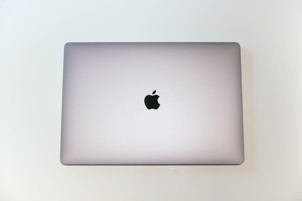 MacBook Pro 16インチ UltimateモデルにLENTION 16インチMacBook Pro 2019 全面保護シルバースキンシール 液晶保護フィルム 5テンセット 3M技術4H硬度(スペースグレイ)張り付け