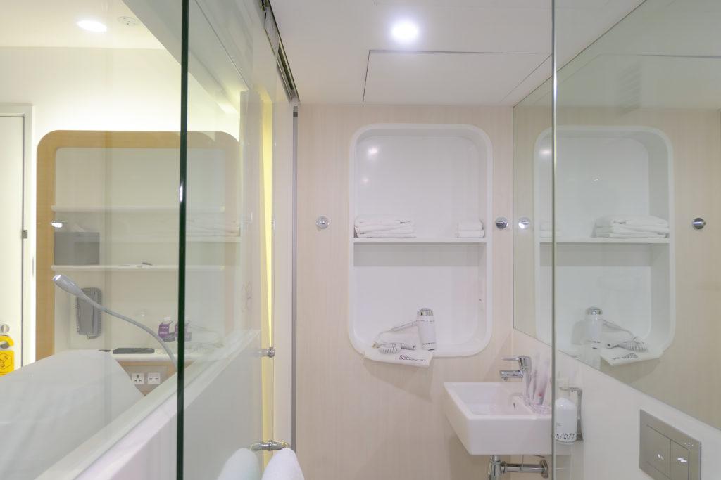 ヨーテルエア シンガポール チャンギ エアポート キャビン249 バスルーム