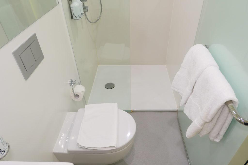 ヨーテルエア シンガポール チャンギ エアポート キャビン249 トイレ